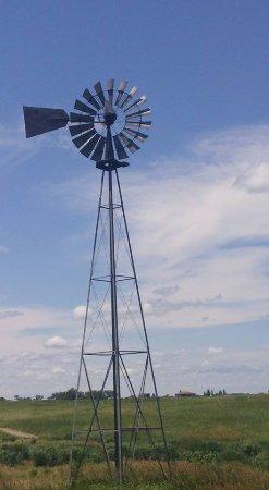 โกเธนเบิร์ก, เนบราสก้า: Working windmill on the course, nice touch of the old west.