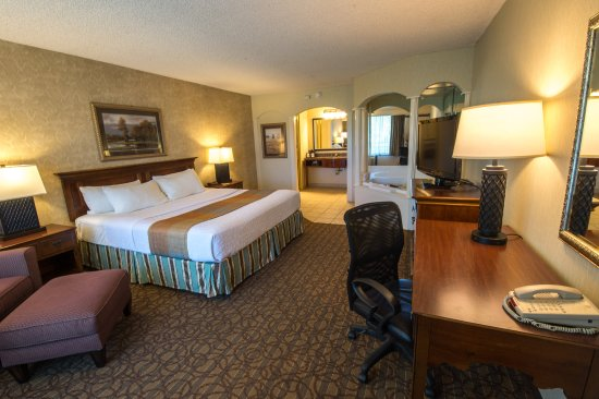 BEST WESTERN Inn of the Ozarks: Jacuzzi Suite with King Bed