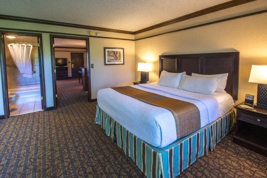 BEST WESTERN Inn of the Ozarks: Two Room Suite with King Bed