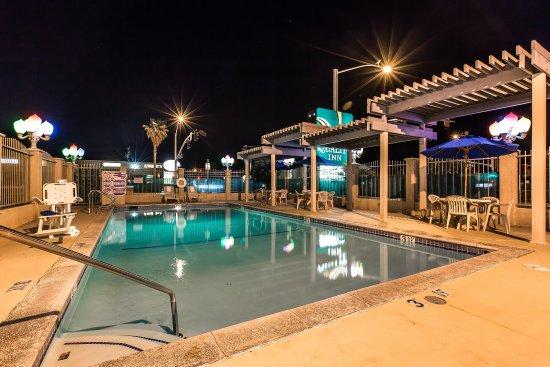 Quality Inn : Outdoor Seasonal Pool