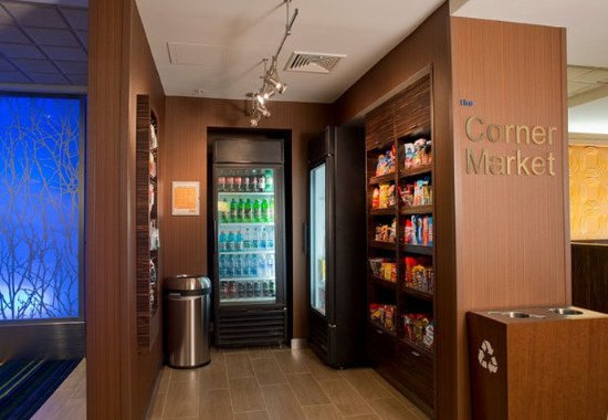 Fairfield Inn & Suites Valdosta: The Corner Market