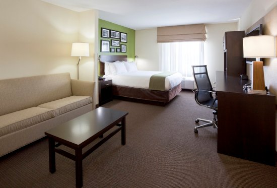 Rogers, MN: Spacious queen suite with a pullout sofa and walk in shower.