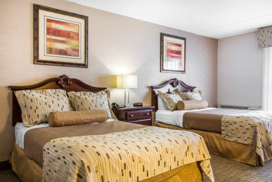 The Clarion Hotel and Conference Center: Guest Room