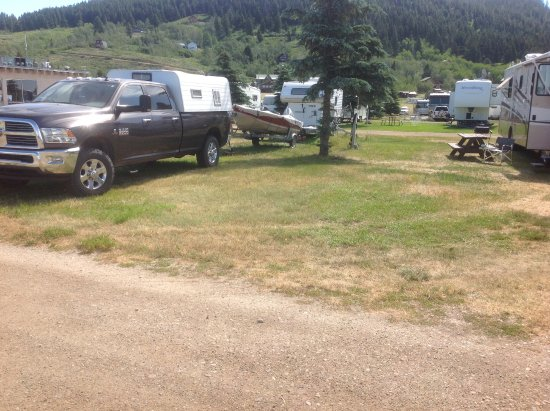 Island Park, ID: Spacious site but dusty