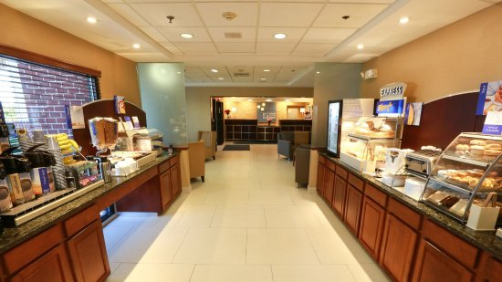 Holiday Inn Express Hotel & Suites West Chester: Breakfast Bar