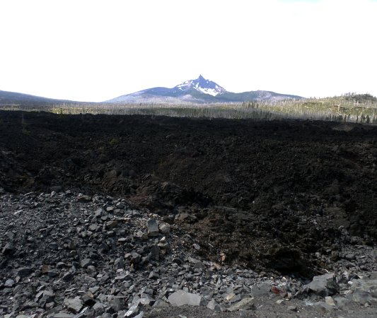 Blue River, Όρεγκον: View of Mt Washington with lava flow in the foreground.