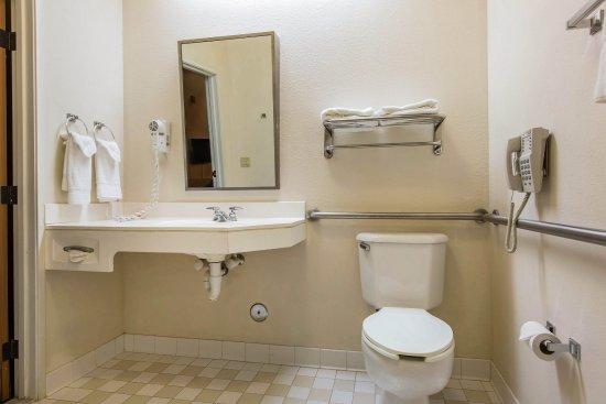 Peoria, إلينوي: Bathroom