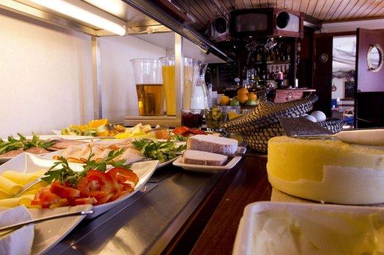 Elisero Hotell: Restaurant