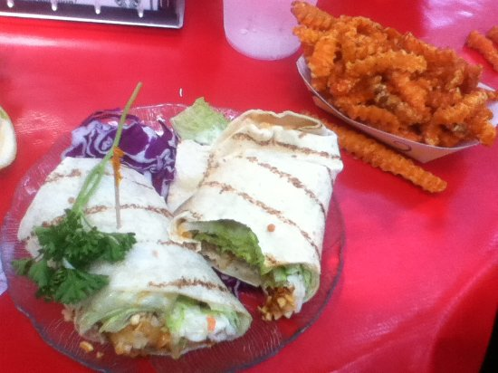 Mount Gretna, Пенсильвания: Thai Shrimp Wrap & sweet potato fries