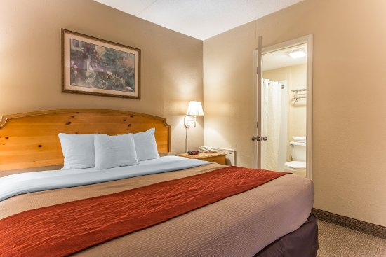 Econo Lodge Inn & Suites Beach