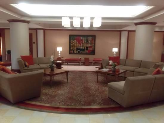 Livingston, Νιού Τζέρσεϊ: Entrance sitting area by front desk