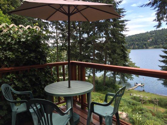 Maple Ridge Cottages: Enjoy the serene beauty of St. Mary Lake from your private deck.