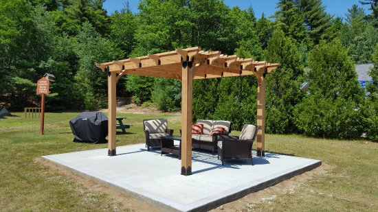 Eastern Inns: Pergola and Grilling Area