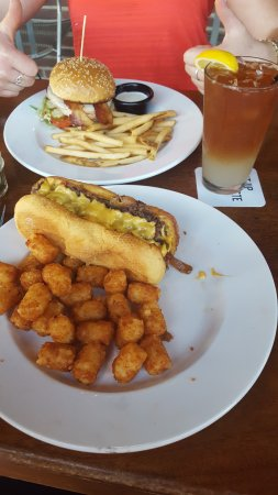 Niles, IL: Cheese burger w/ fries; philly cheese steak w/ tater tots; Arnold Palmer