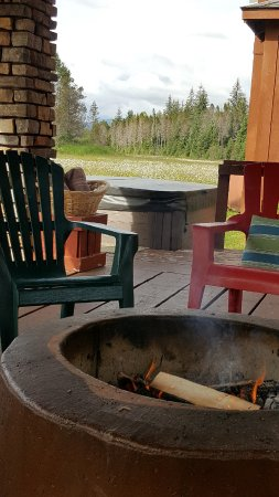 Gustavus, AK: Wonderful firepit serves as an evening gathering space, view of mountains, fir and eagles!