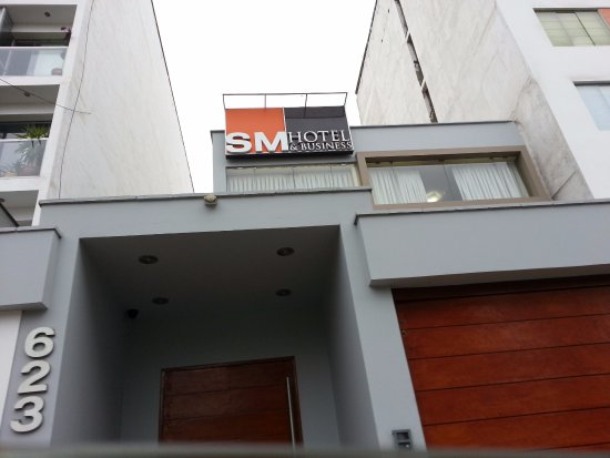 SM Hotel & Business: hotel entrance