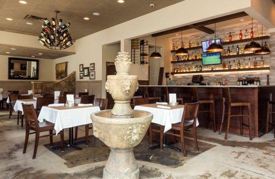Lucia S Italian Restaurant Tuscan Decor