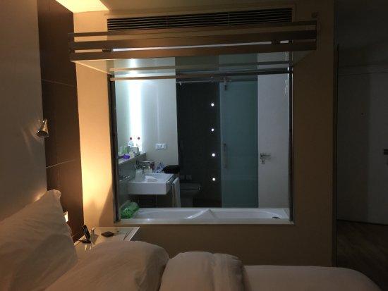 Hotel Unique: amazing room and bathroom