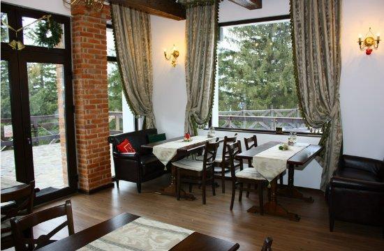 Paltinis, โรมาเนีย: Restaurant table