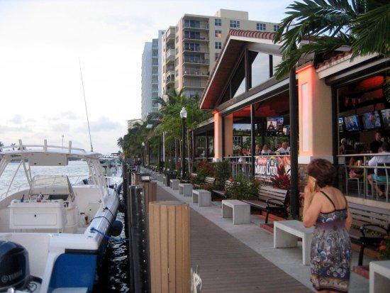 Florida, MA: Aussenansicht mit Boardwalk und Bootsanleger