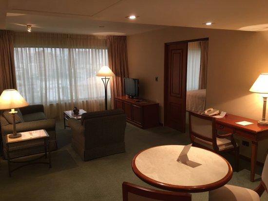 Los Tallanes Hotel & Suites : Living room in suite