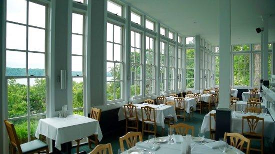 Trumansburg, estado de Nueva York: Dinner for two high above Cayuga's Waters