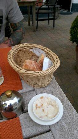 Oostkamp, Belgium: brood met smout