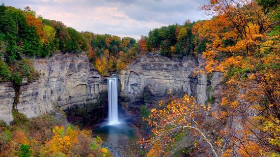 Trumansburg, estado de Nueva York: Hike to Taughannock Falls on our new path that leads from our doorstep to this view!