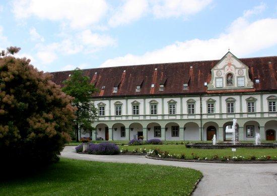 Benediktbeuern, Alemania: Innenhof in der Klosteranlage