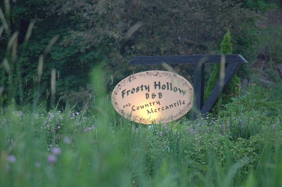 Frosty Hollow Bed and Breakfast: enterance