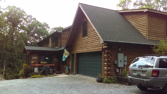 Valle Crucis, Carolina del Norte: view of front of Mountainside Lodge
