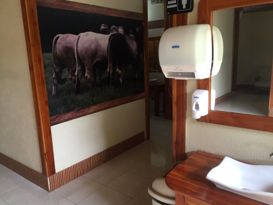 Restaurante BBQ Tres Hermanas : When even the guide books talk about the restrooms, I feel like I must post a pic or two. Oh, an