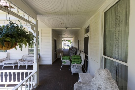 Chickasaw White House: Breezeway Between Main House And Master Suite
