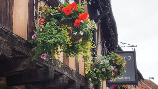 ‪‪Coventry‬, UK: Hanging baskets in bloom in spoon street‬