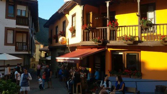 Frama, Spain: comida aceptable, personal rancio