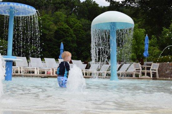 Hot Springs, VA: Enjoying splash pad