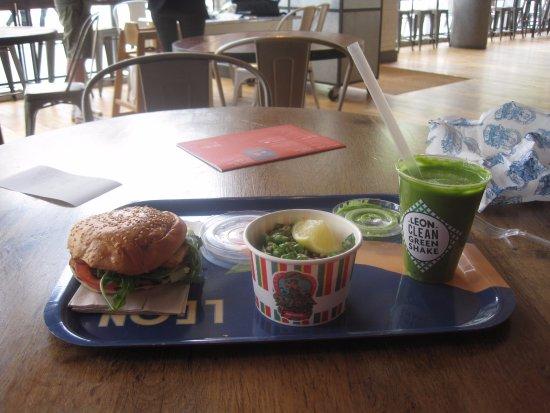 "Leon - Bankside : halloumi burger, pea salad and ""Clean Green"" shake"