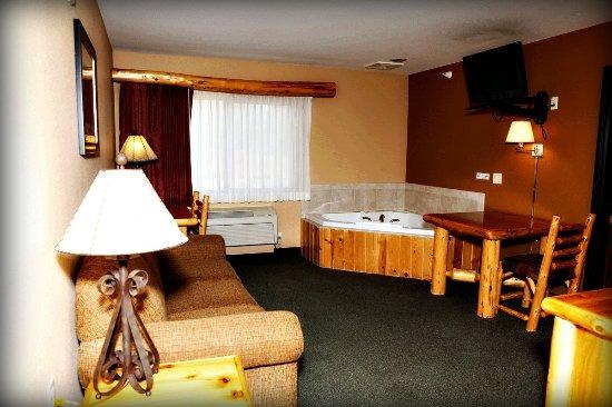 Pine Peaks Lodge and Suites: 2 Room Suite