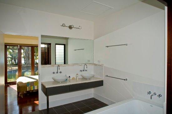 Clifton Beach, Australia: Bathroom Pav1