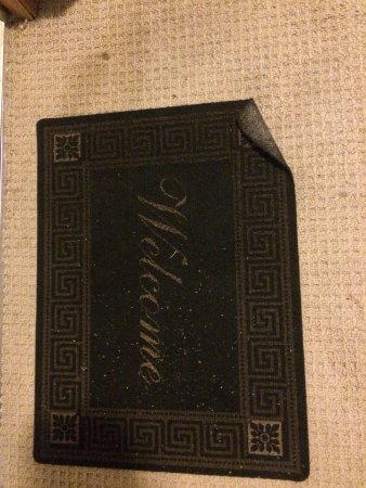 Deep Water Inn: Curled and dangerous mat just inside door.