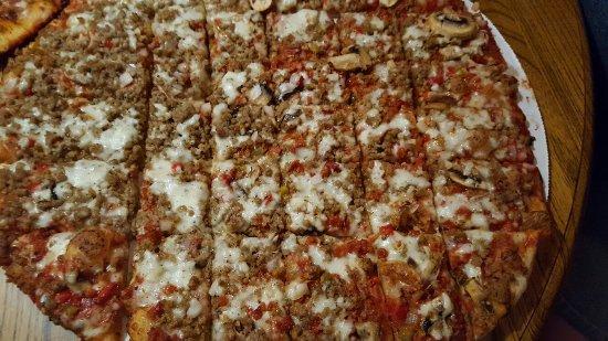 Clara's Pizza King: 20160708_184052_large.jpg