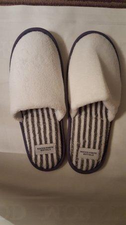 โรงแรมเดอะบาลมอรัล: Her slippers