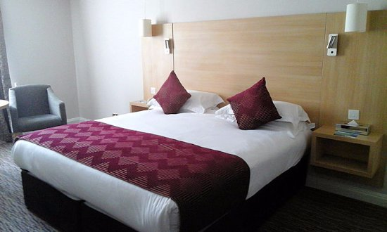 Park Inn by Radisson Shannon Airport : bed in room 314