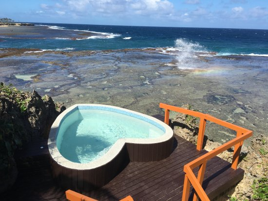 Namale the Fiji Islands Resort & Spa: Romantic heart-shaped hot tub overlooking an ocean blow hole