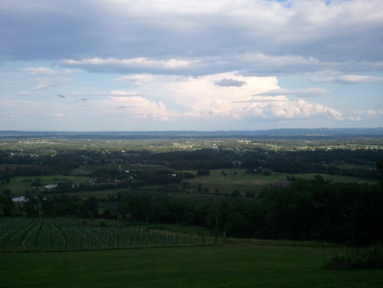 Bluemont, VA: Part of the view... no way to get it all in this shot.....