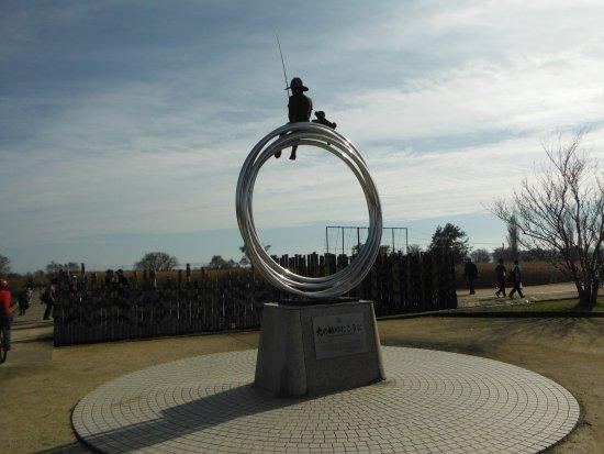 Tsuchiura, ญี่ปุ่น: 霞ヶ浦総合公園(銅像:光の輪のむこうに)