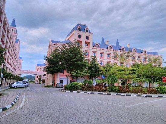 Bella Vista Waterfront Resort & Spa Langkawi: IMG_20160708_054233_large.jpg