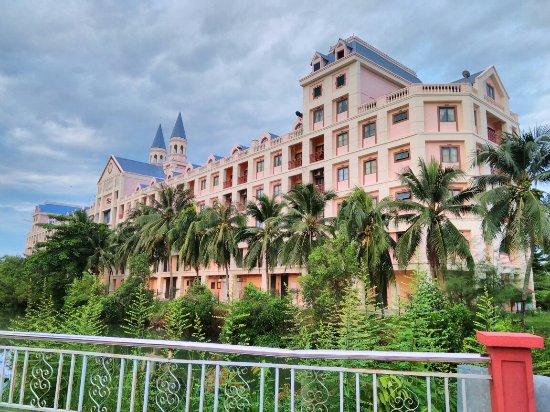 Bella Vista Waterfront Resort & Spa Langkawi: IMG_20160708_054434_large.jpg