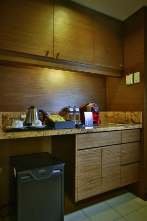 Luxent Hotel: CBTL Coffee Machine and free minibar items in Executive Suite