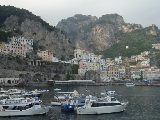 Hotel Aurora: View of Amalfi from pier across the street